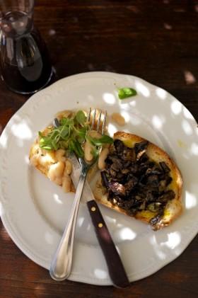 Рецепт Брускетта c фасолью и баклажанами