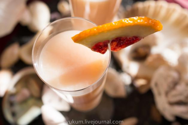 """Коктейль """"Маленькая розовая жемчужинка"""" из смеси грейпфрутового и лаймового соков с Оржатом"""